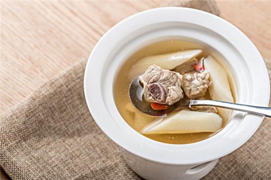 产后喝鸡汤的正确方式-晨心家政,上海家政领导品牌